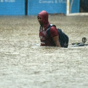 Bangladesh, le piogge monsoniche colpiscono il Paese: a rischio 150-200 mila persone