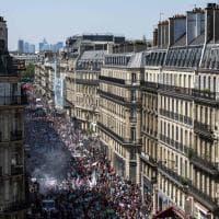 """Folla nelle strade di Parigi """"per fare la festa a Macron"""""""