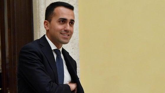 """Di Maio a Salvini: """"Scegliamo un premier terzo ma no a Berlusconi"""". E parla di rischi per la democrazia"""