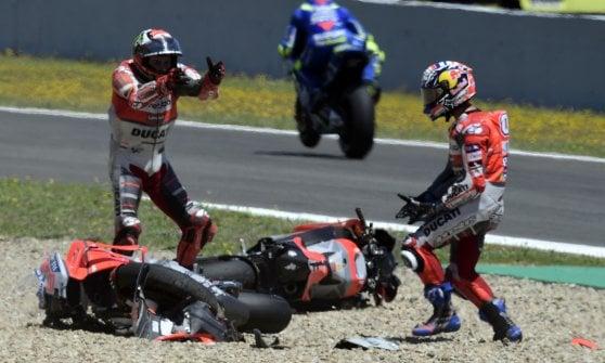 MotoGp, Spagna: vince Marquez, Iannone terzo e Rossi quinto. Lorenzo sbaglia e fa fuori Dovizioso