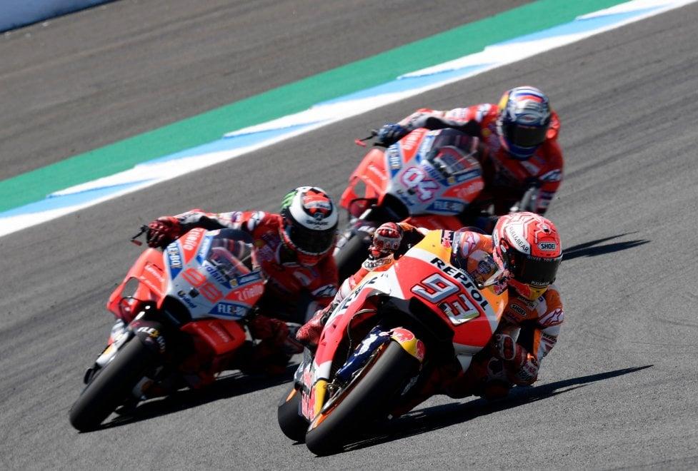MotoGp, Spagna: Lorenzo fa strike e cade con Dovizioso e Pedrosa