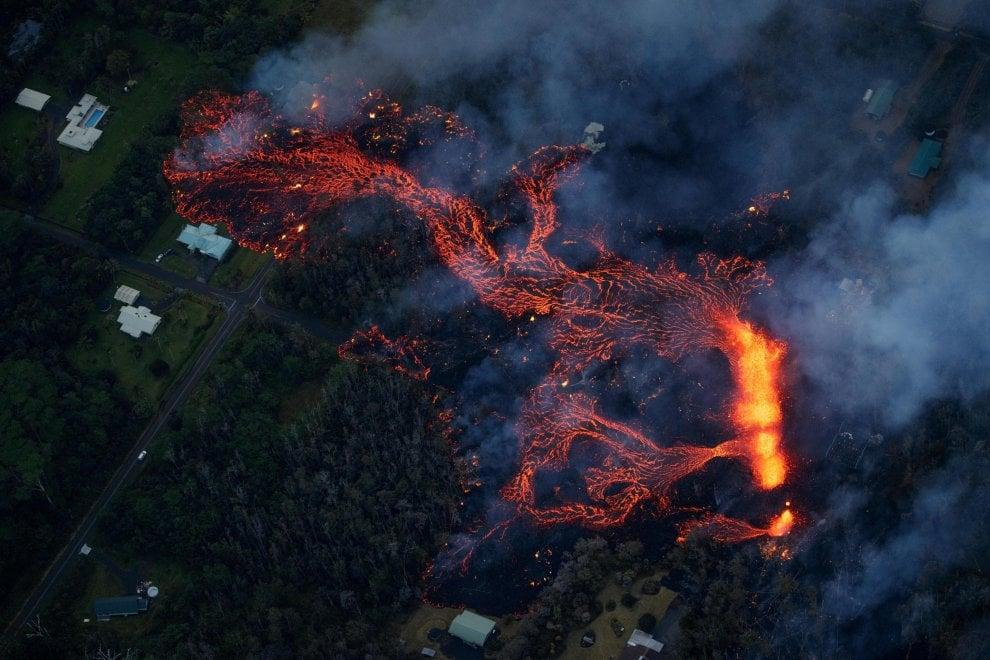 Hawaii, la lava avanza: l'eruzione del vulcano Kilauea ha inghiottito oltre 30 case