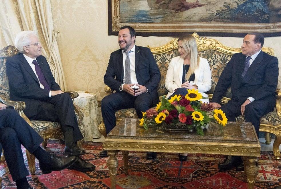 Consultazioni, le immagini contano: Salvini 'ruba' il posto a Berlusconi