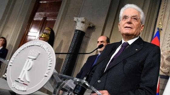 Mattarella pronto a dare l'incarico: striglia i partiti ma offre uno spiraglio per la soluzione politica