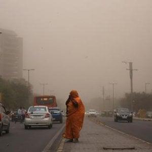 India, tempeste di sabbia e alluvioni: i poveri pagano la crescita dei ricchi