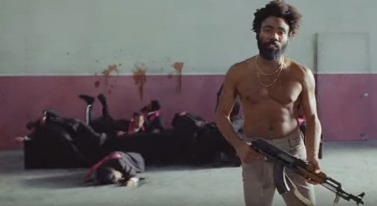 Childish Gambino, rap e stragi nel video di 'This is America'