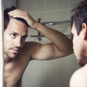 Calvizie, un farmaco contro l'osteoporosi frena la caduta dei capelli