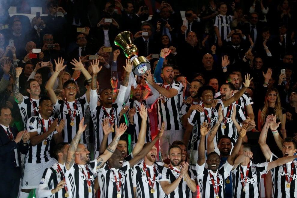 La Juventus batte il Milan e alza al cielo la quarta Coppa Italia consecutiva
