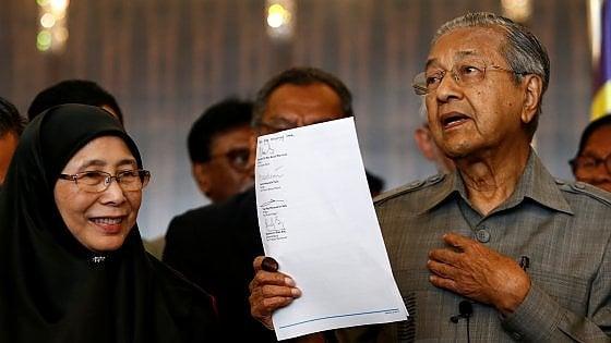 Mahathir, il premier più longevo del mondo. In Malaysia vittoria a sorpresa dell'opposizione guidata dal leader 92enne