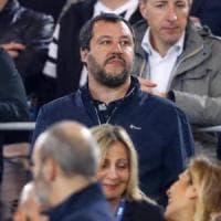 Salvini versione ultrà allo stadio: tra i vip con il 'giubbetto simbolo di CasaPound'