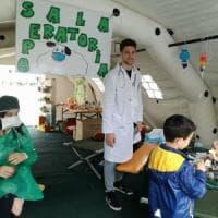 """Sassari, in piazza """"L'ospedale dei pupazzi"""" per aiutare i bambini a superare la paura del..."""