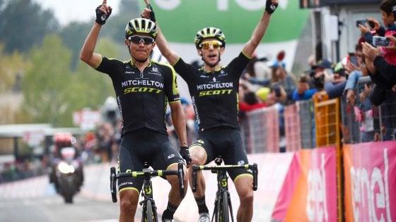 Giro d'Italia, sull'Etna vince Chaves: ma la rosa la prende S. Yates