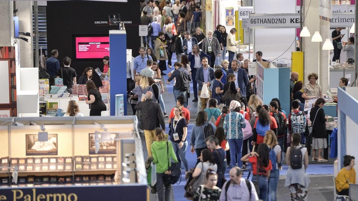 Salone del libro 20 mila persone all 39 apertura lagioia - Salone del mobile torino ...