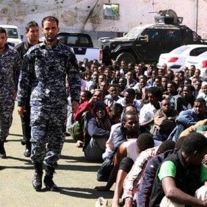 """Libia, riprendono le evacuazioni di emergenza dei rifugiati: gli effetti del """"Non facciamoli arrivare"""""""