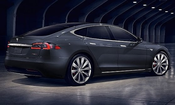 Tesla Model S perché usare il pilota automatico