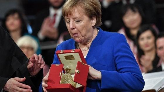 """Merkel premiata ad Assisi: """"Per la pace bisogna guardare oltre il nostro orticello"""""""