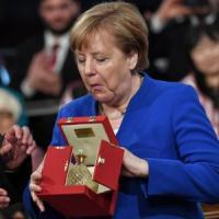 Merkel premiata ad Assisi: