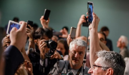 """Jean-Luc Godard, al Festival in un cellulare: """"Il mio cinema riflette su ciò che non accade"""""""
