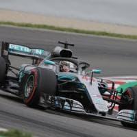 F1, Gp Spagna: Hamilton in pole, prima fila tutta Mercedes. Le Ferrari subito dietro