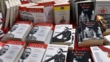 E tra gli stand del Salone compare Hitler. Ma non tutti gradiscono