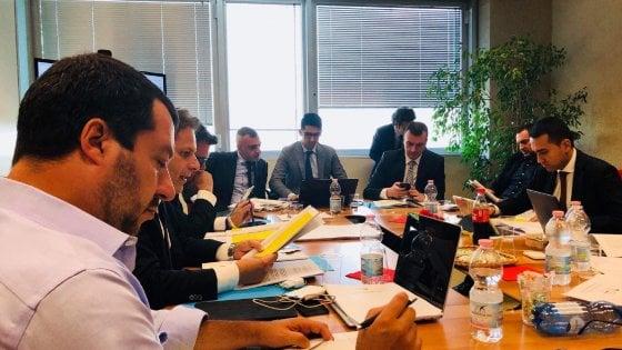 """M5S-Lega, pronta la prima bozza del contratto. Salvini: """"Sostanziale accordo sui punti chiave"""". Di Maio: """"Intesa su tante cose"""""""