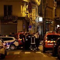 Attacco a Parigi, uomo grida