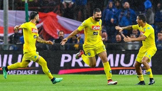 Sampdoria-Napoli 0-2: Milik e Albiol per il record di punti. Gara sospesa per cori razzisti
