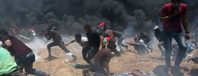 Rivolta per l'ambasciata Usa a Gerusalemme: a Gaza uccisi 37 palestinesi foto video