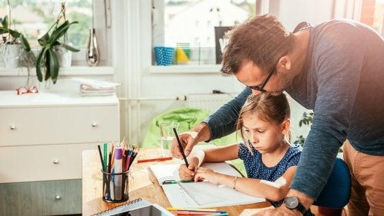 """""""Compiti a casa, è sbagliato aiutare i figli"""""""