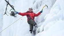 Da 43 anni cerca di scalare l'Everest: c'è riuscito al quinto tentativo, senza gambe