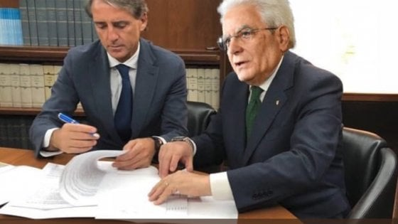 """""""Mancini nuovo premier"""": non si ferma l'ironia social sulla formazione del governo Lega-M5s"""