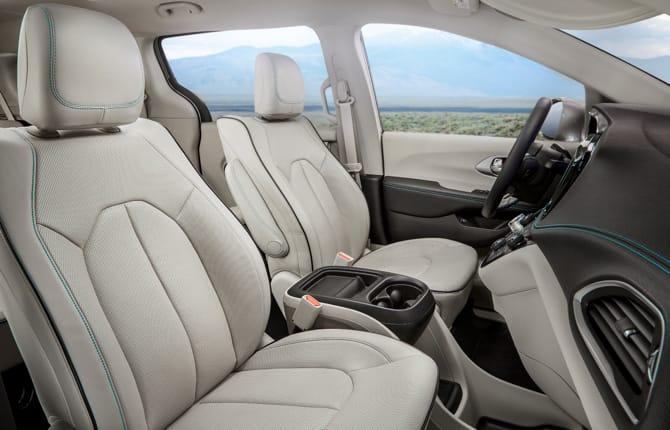 Chrysler Pacifica Hybrid, il monovolume che mancava