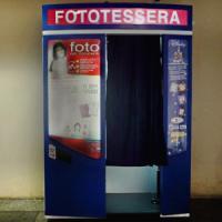 Dalla fototessera al selfie: la nuova vita delle cabine per gli scatti
