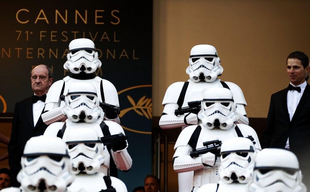 Stormtroopers schierati sul red carpet per la prima di 'Solo: a Star Wars Story'