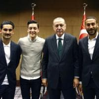 Gündogan e Özil in posa da Erdogan, polemiche in Germania. L'irritazione