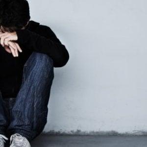 La giornata contro l'omofobia. I casi di minorenni gay picchiati in famiglia e mandati dall'esorcista