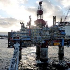 I rialzi del petrolio spingono la benzina sopra 1,6 euro