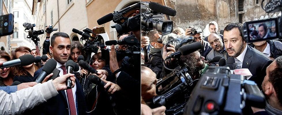"""Governo 5S-Lega, contratto chiuso. Non c'è uscita dall'euro. Si tratta a oltranza sul premier. Salvini: """"Un leghista al Viminale"""""""