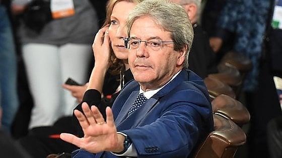 """Governo, Gentiloni: """"Con proposte velleitarie e stravaganti l'Italia rischia di finire nel burrone"""""""