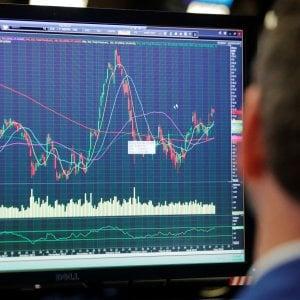 Mercati, lo spread torna sotto 150 punti. Piazza Affari chiude in verde