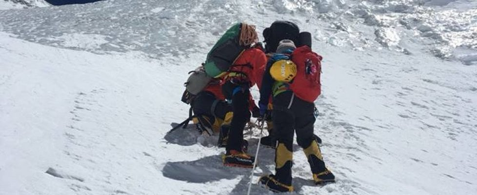 Un astronauta italiano sul tetto del mondo: Cheli raggiunge la vetta dell'Everest