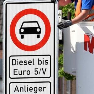 Corre il mercato auto europeo, Fca va più piano. Inizia l'addio al Diesel