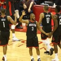 Basket, playoff Nba: Houston rialza la testa, batte Golden State ed è 1-1