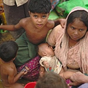 Bangladesh, 60 bambini Rohingya al giorno nascono in condizioni spaventose nati nei campi dei rifugiati