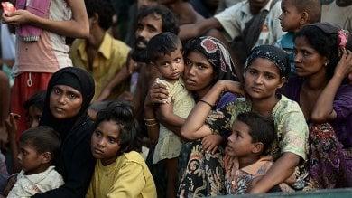 """Bangladesh, 60 bambini Rohingya al giorno nascono in condizioni spaventose  nei campi """"informali"""" dei rifugiati"""