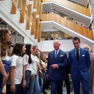 Visita speciale al nuovo hub tecnologico di Yoox Net-A-Porter a Londra, con il ceo Marchetti che accompagna il Principe di Galles