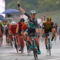 Giro d'Italia, bis di Bennett: Yates resta in rosa