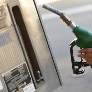 Benzina e gasolio, un weekend col pieno a 100 euro