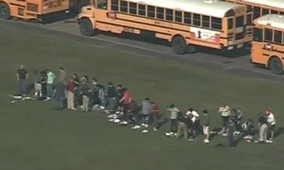 Texas, strage in un liceo: dieci morti. Lo sparatore, ferito e arrestato, postava simboli 'nazi'