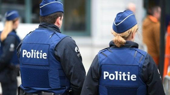 Belgio, polizia insegue furgone migranti e spara: uccisa bimba di due anni